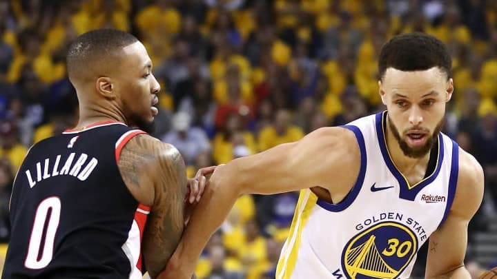 Golden State et Stephen Curry frappent fort d'entrée